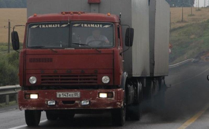 чадящий грузовик