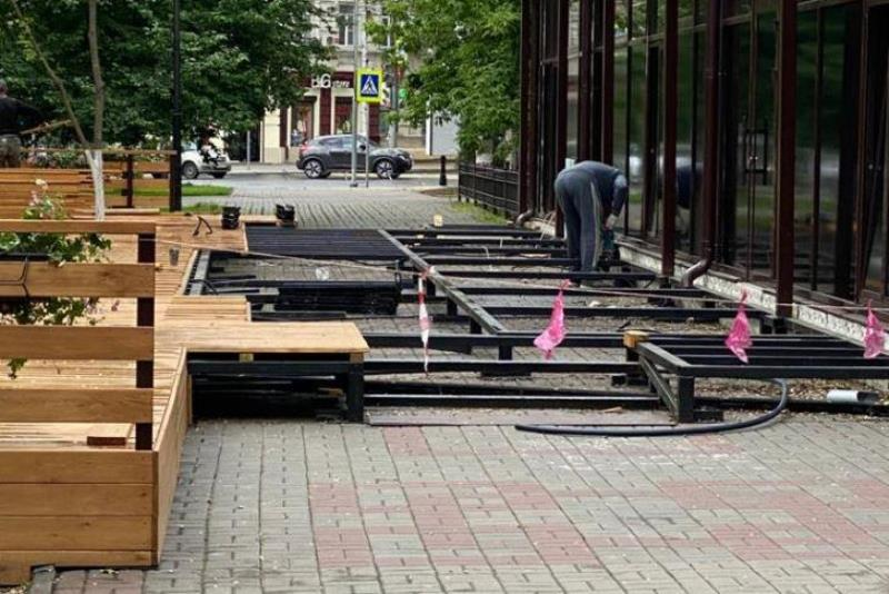 В Покровском сквере демонтировали кафе