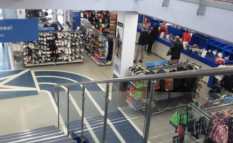 В Ростове начали работать магазины с одеждой и обувью