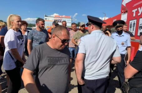 В Каменске-Шахтинском строители перекрыли въезд на рынок