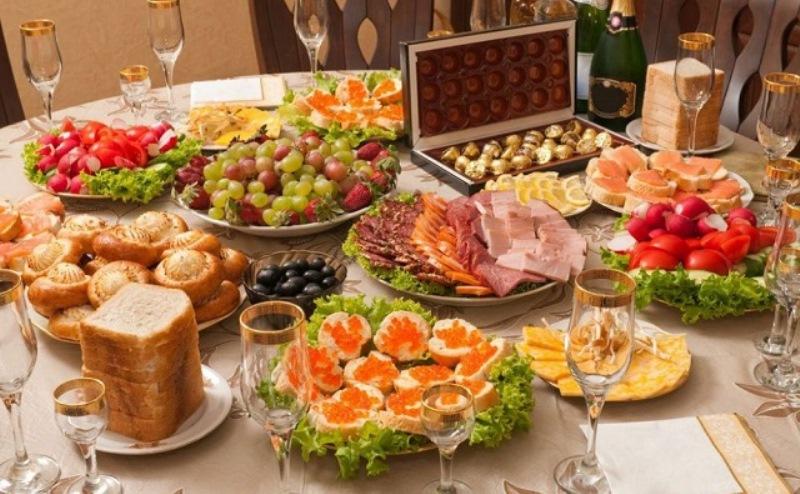 Новогодний стол и спиртные напитки в Ростовской области