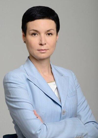 Сенатор Ирина Рукавишникова, используя свое положение, пытается вывести из-под ответственности адвокатов концерна «Покровский» — Хачатурова, Квасова и Толстоконева