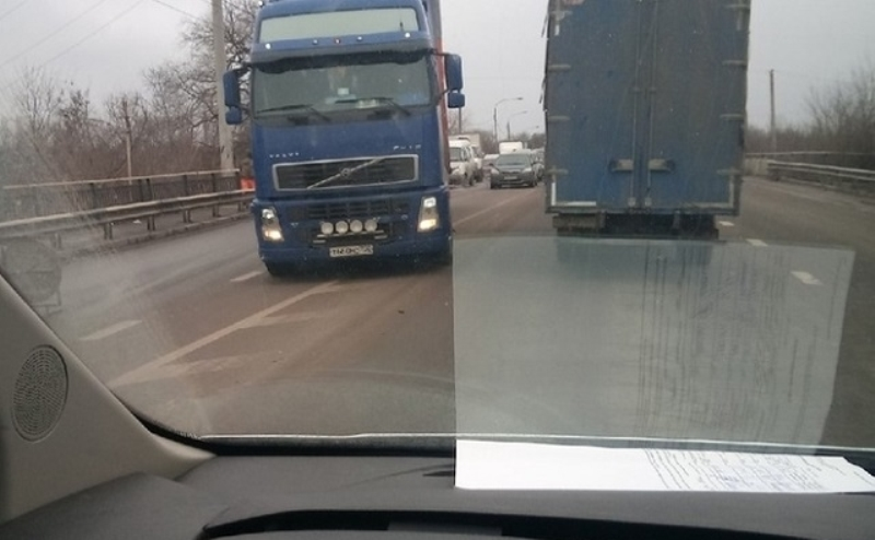 Грузовики не будут ездить днем даже после окончания ремонта моста на Малиновского