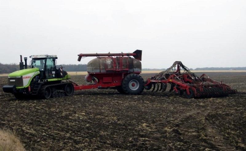 В Ростовской области аграрии запасаются удобрениями для нового урожая